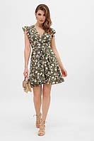 Нарядное летнее платье мини на запах с воланами и цветочным узором хаки