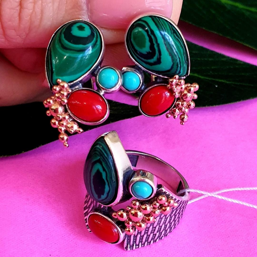 Серебряный комплект серьги и кольцо с малахитом, кораллом, бирюзой