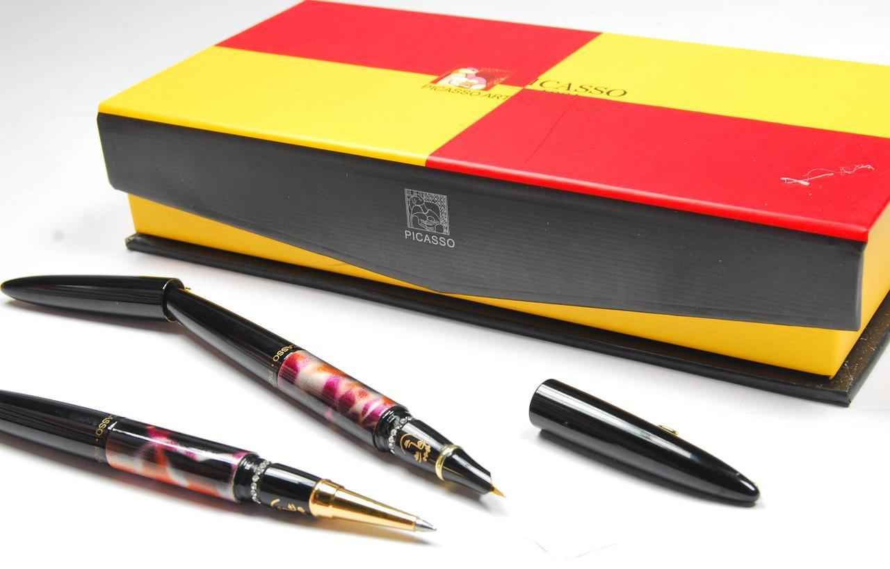 Ручка чернильная в картоном пенале Picasso 988