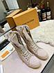 Ботинки Louis Vuitton Женские ботинки Луи Виттон бежевого цвета замшевые высокие, фото 8
