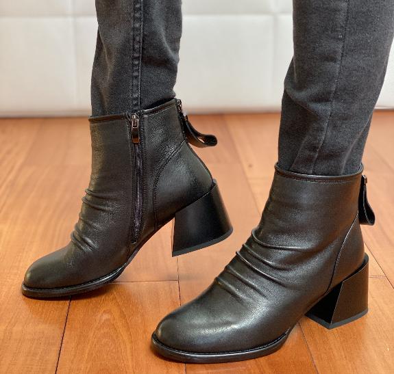 Класичні черевики жіночі