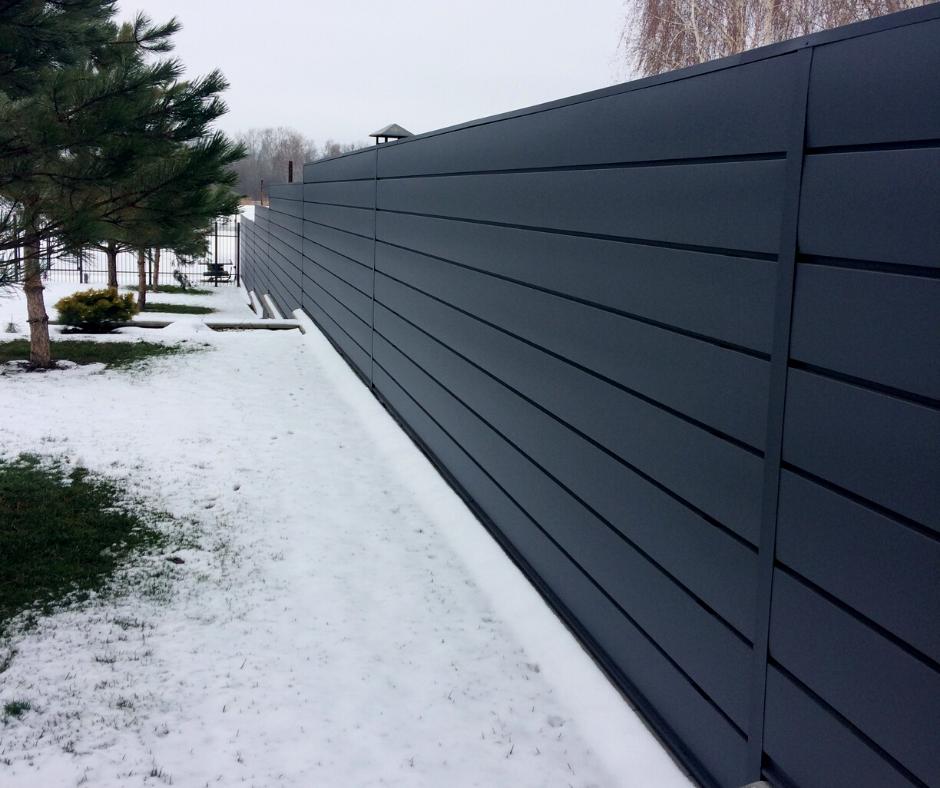 Забор из металлических профилей «Горизонт»