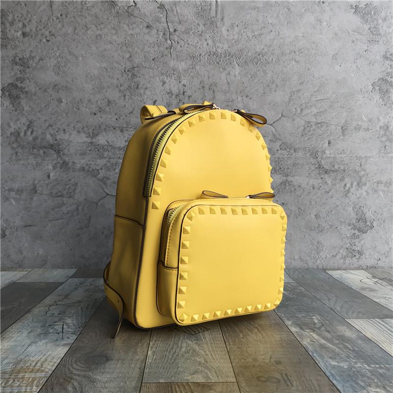 Рюкзак с шипами по контуру / эко-кожа (0573) Желтый