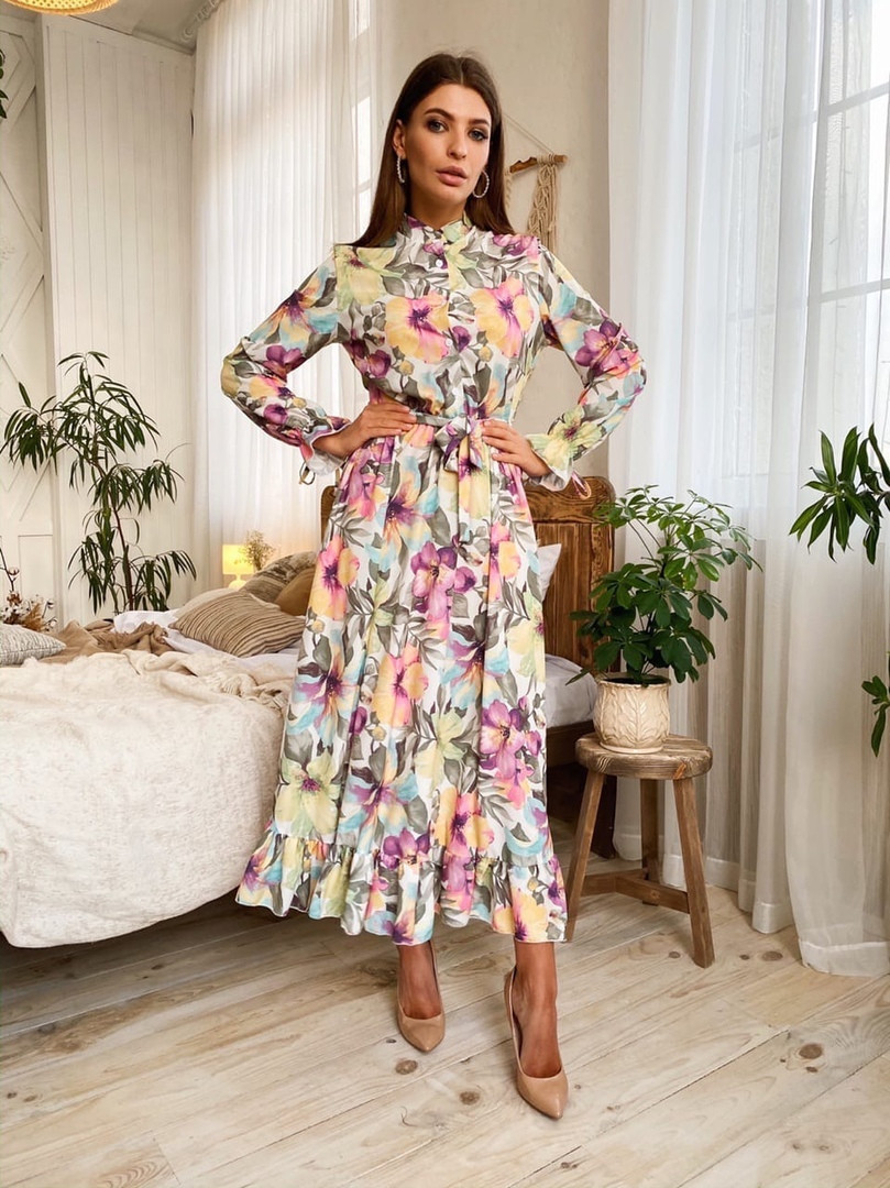 Женское красивое длинное платье с цветочным принтом