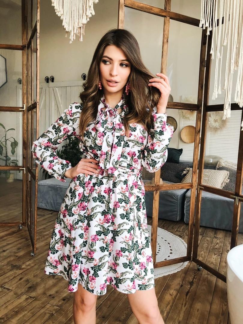 Женское стильное короткое платье с цветочным принтом