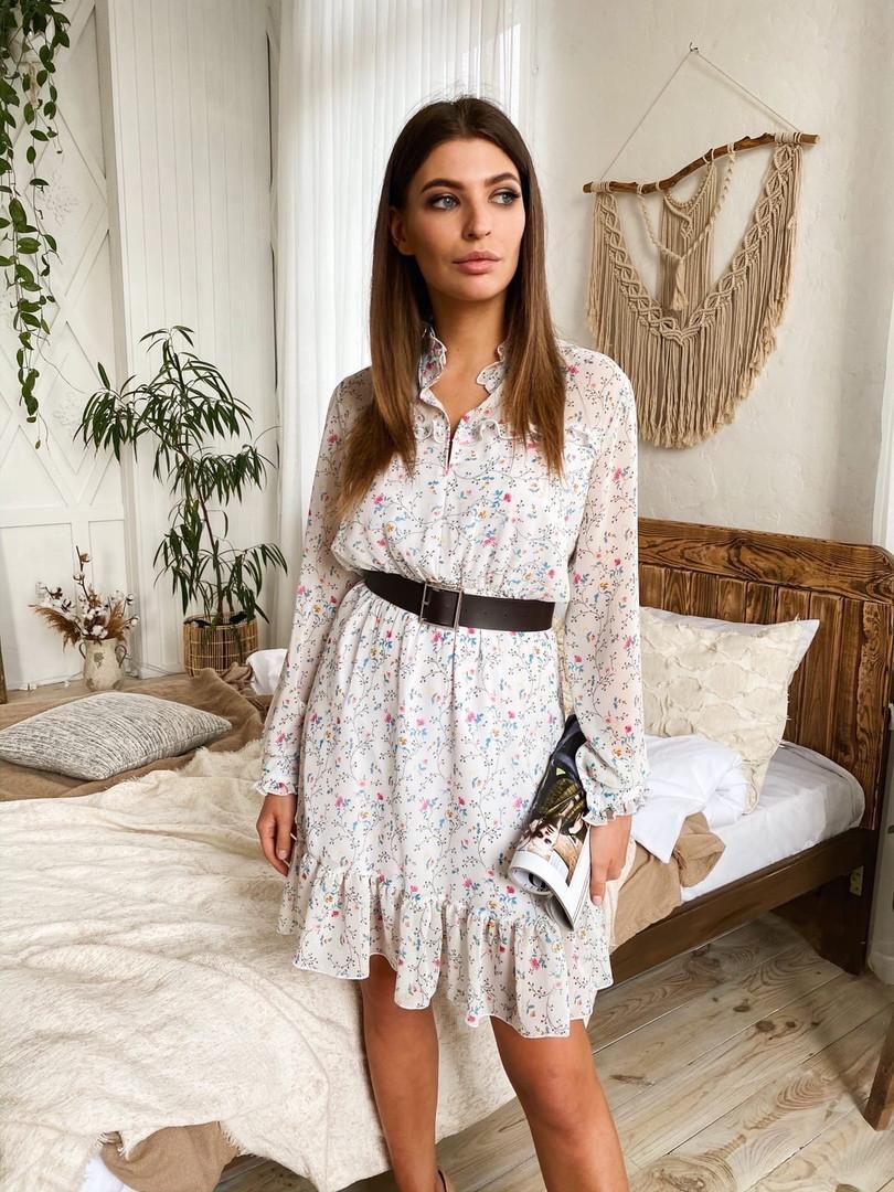 Женское стильное белое платье с цветочным принтом