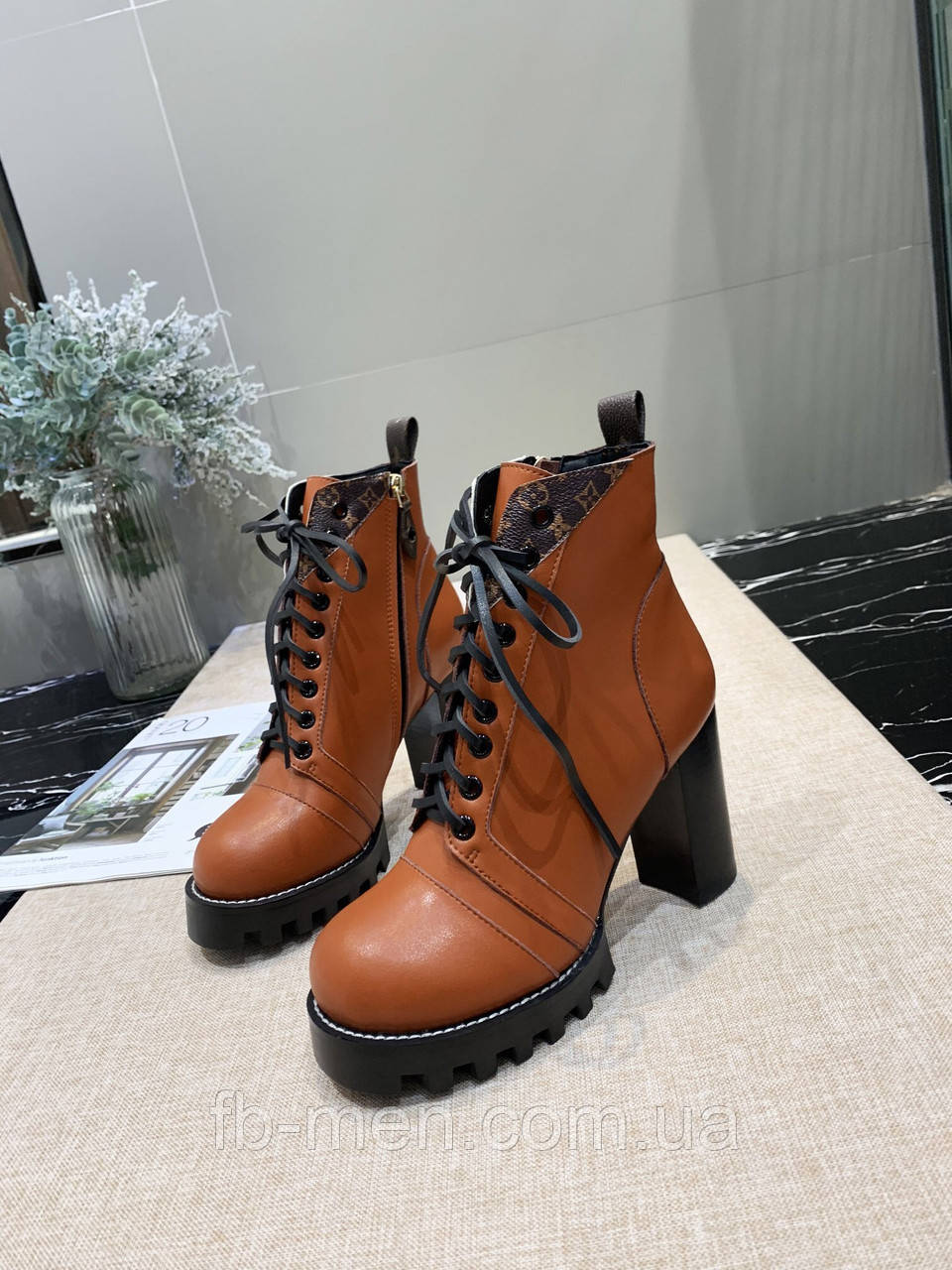 Ботинки Louis Vuitton|Женские кожаные ботинки Луи Виттон коричневого цвета со шнурками на каблуках