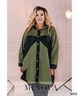 Лёгкая куртка-дождевик большого размера застёгивается на ряд кнопок с 52 по 62 размер