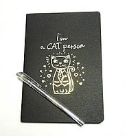 Блокнот с черными страницами 25,5 см. + ручка с серебристыми чернилами Коты