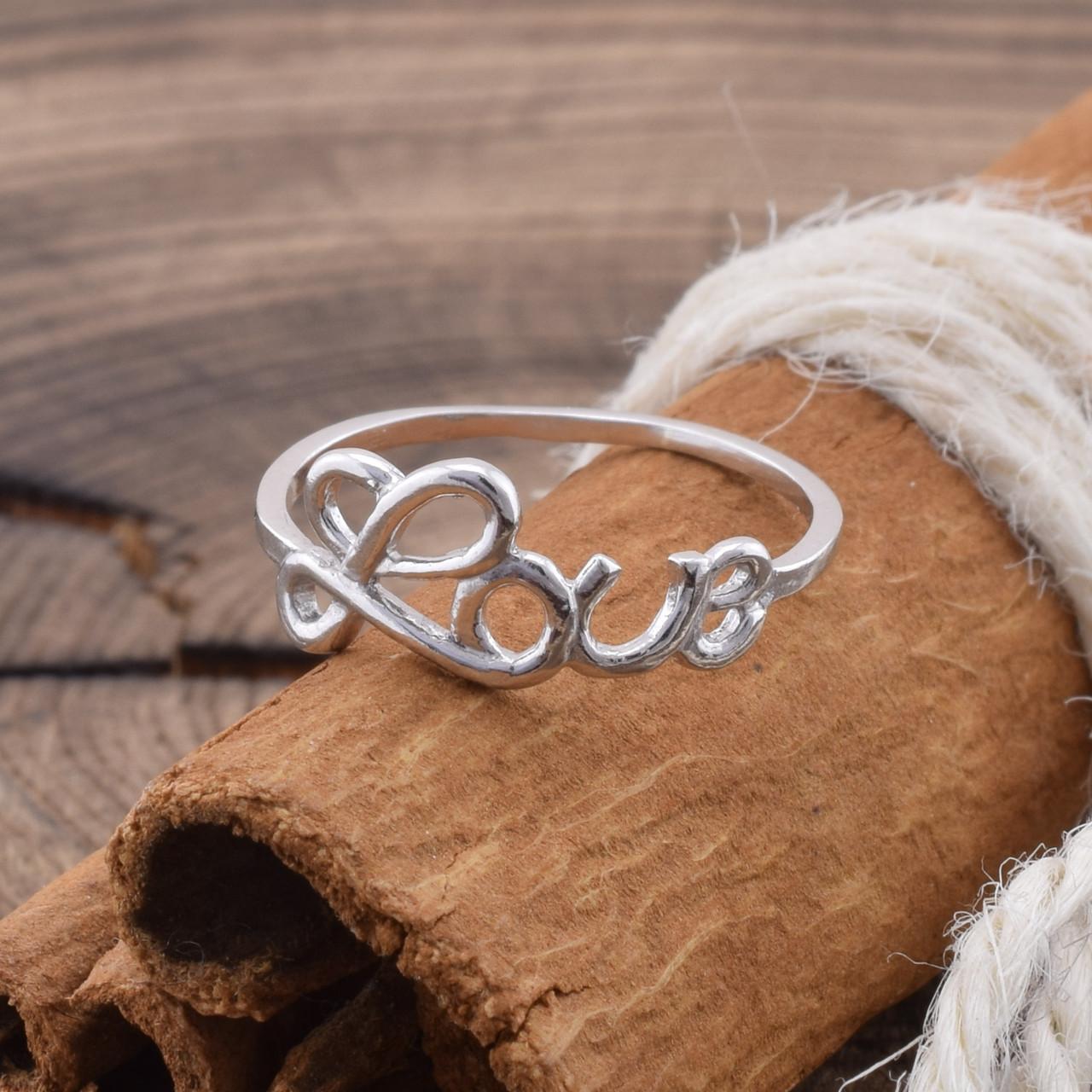 Серебряное кольцо Кохання вес 0.8 г размер 17