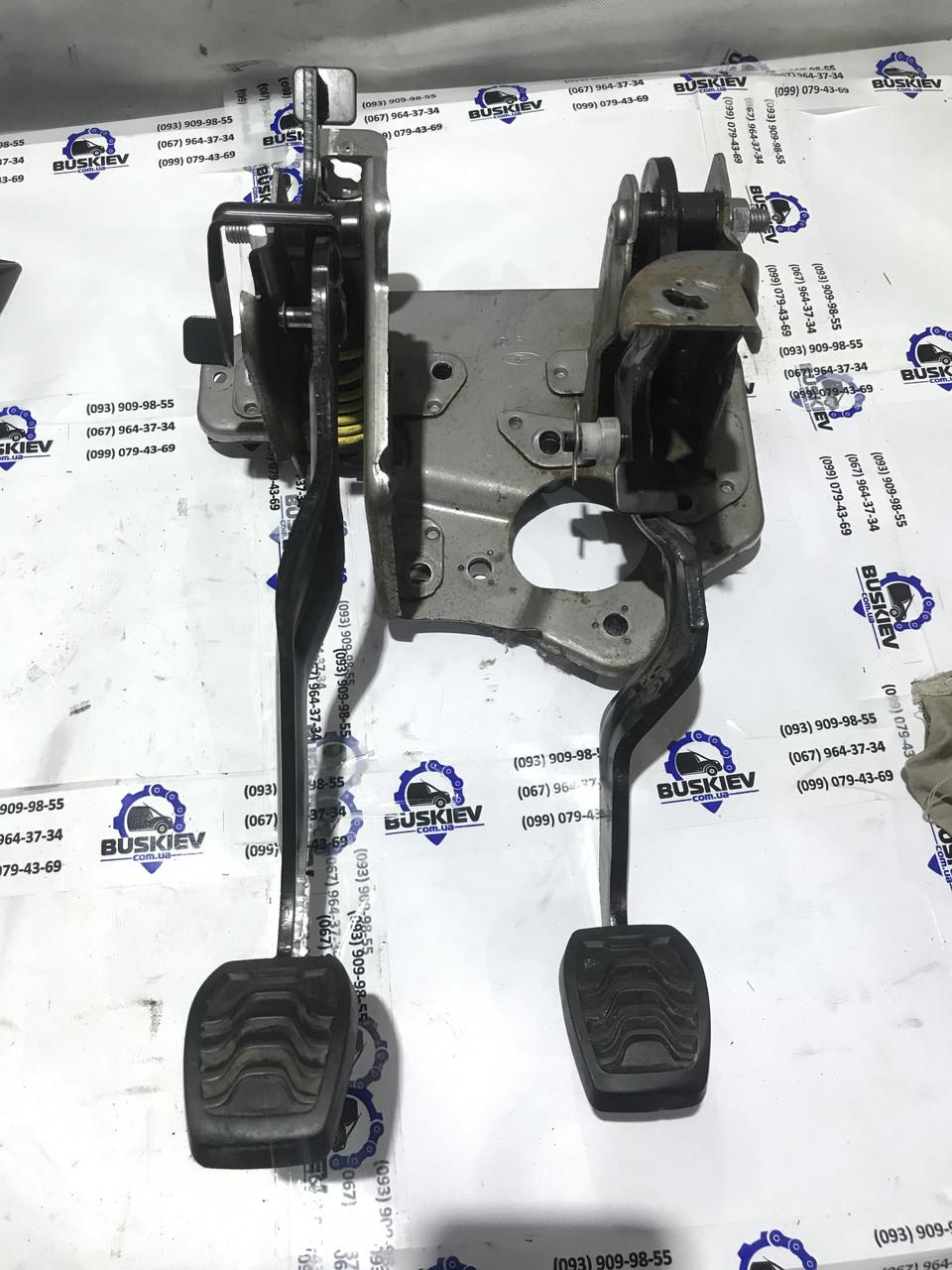 Педаль в сборе с кронштейном левая Ford Transit Custom с 2012- год BK21-2450-BL