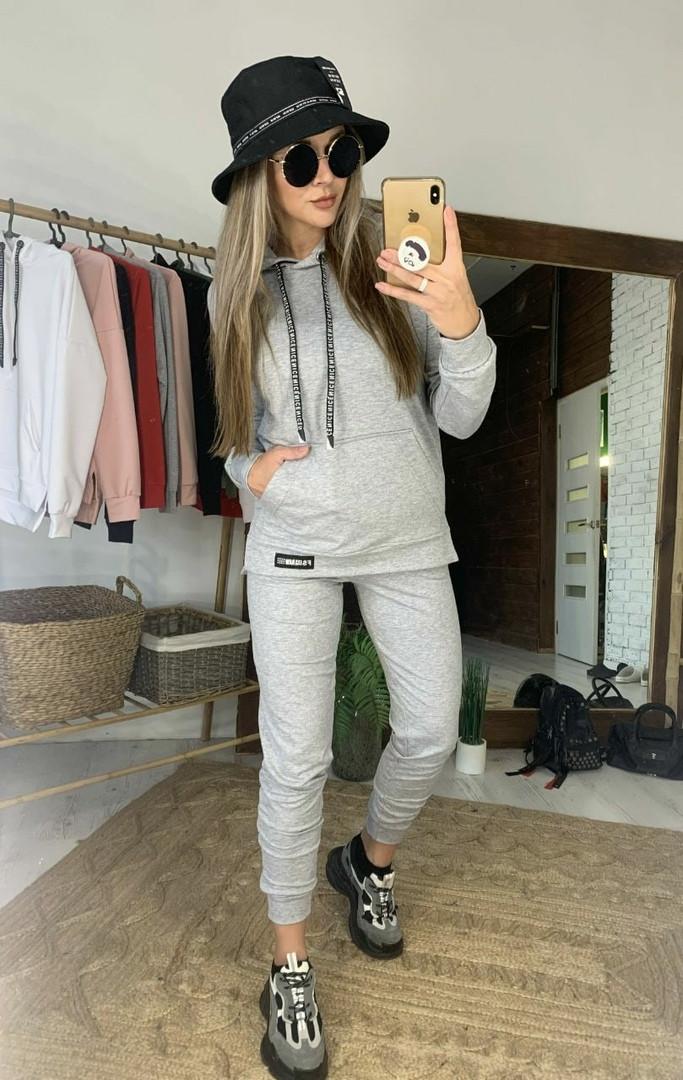 Женский серый спортивный костюм с капюшоном