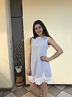 Нарядное женское платье, для девочки, цвет голубой, без рукавов, украженное белыми кружевами.