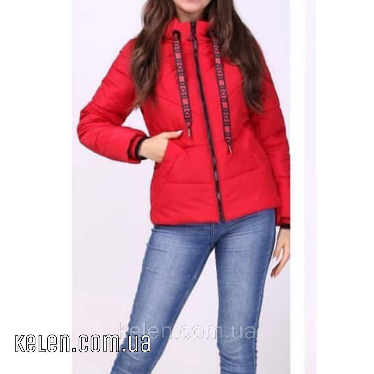 Демисезонная укороченая куртка  красного цвета 42-44