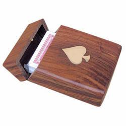 Игральные карты в деревянном кейсе