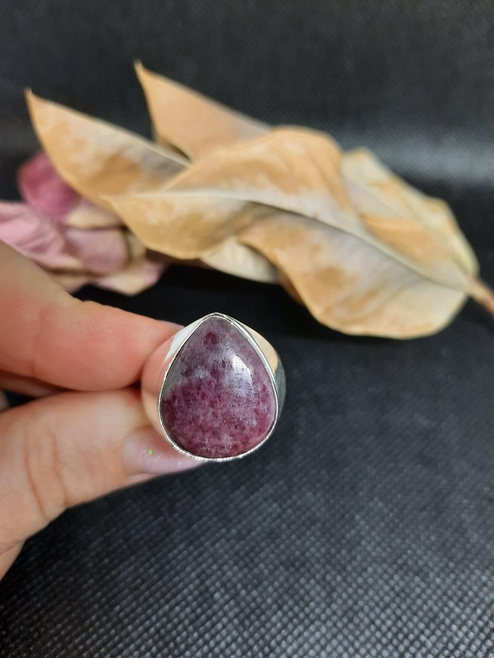 Рубин в породе цоизит кольцо капля с рубином 19,5 размер природный рубин в серебре Индия