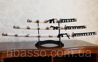 9310013 Набор из трёх самурайских мечей на подставке