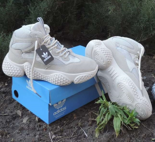 Кроссовки Adidas Yeezy Boost 500.