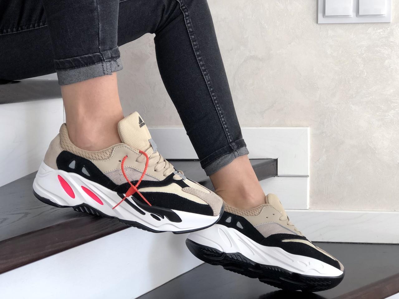 Женские кроссовки Adidas x Yeezy Boost 700 (бежево-белые) 9219