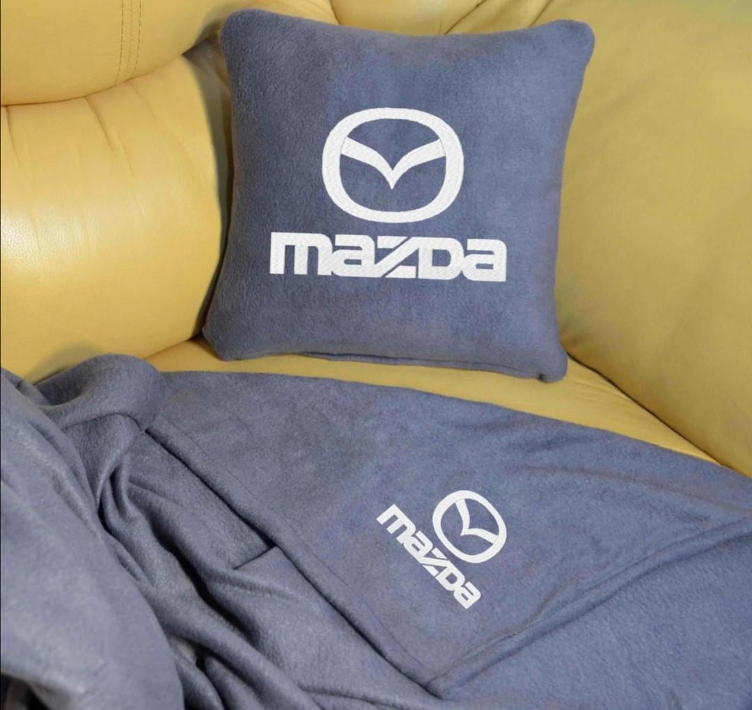 """Автомобильный плед и подушка с вышивкой логотипа """"MAZDA"""""""