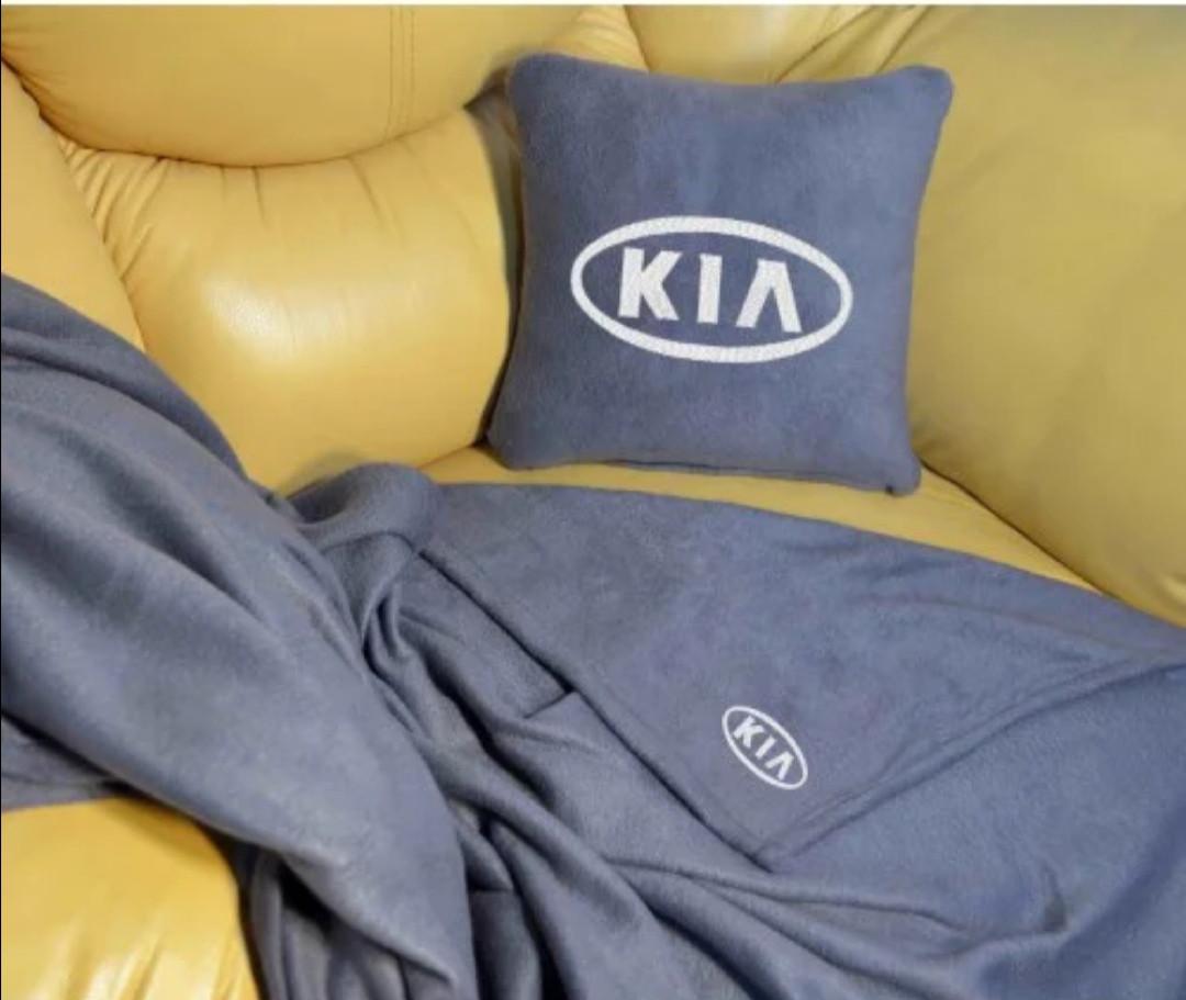 """Автомобильный плед-подушка с вышивкой логотипа """"KIA"""""""