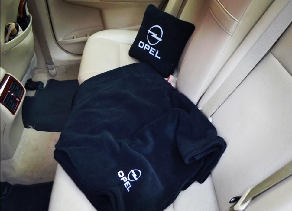"""Автомобильный плед-подушка с вышивкой логотипа """"OPEL"""""""