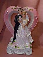 Свадебная статуэтка с сердцем жених и невеста на торт 17 сантиметров высота