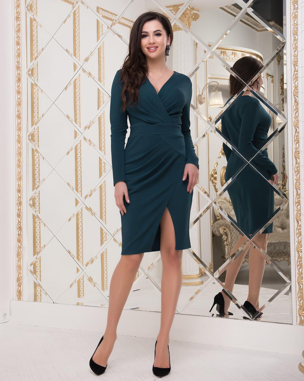 Нарядное трикотажное платье  зеленого цвета