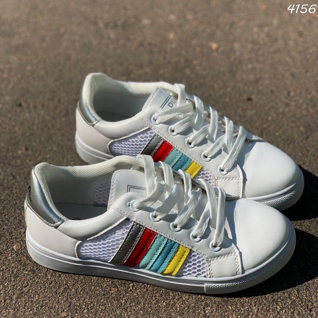 Белые кроссовки в сеточку
