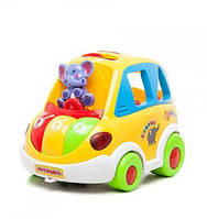 Детская игрушечная машина