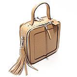 Коричневая мини сумка женская кожаная маленькая квадратная через плечо из натуральной кожи с кисточкой, фото 2