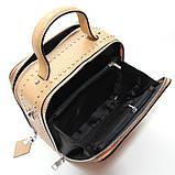 Коричневая мини сумка женская кожаная маленькая квадратная через плечо из натуральной кожи с кисточкой, фото 4