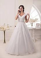 Элегантное свадебное платье обшитое кружевом