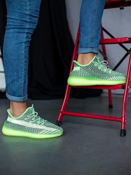Модные кроссовки Adidas Yeezy Boost