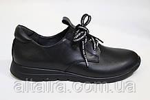 Жіночий туфель чорний, з натуральної шкіри.