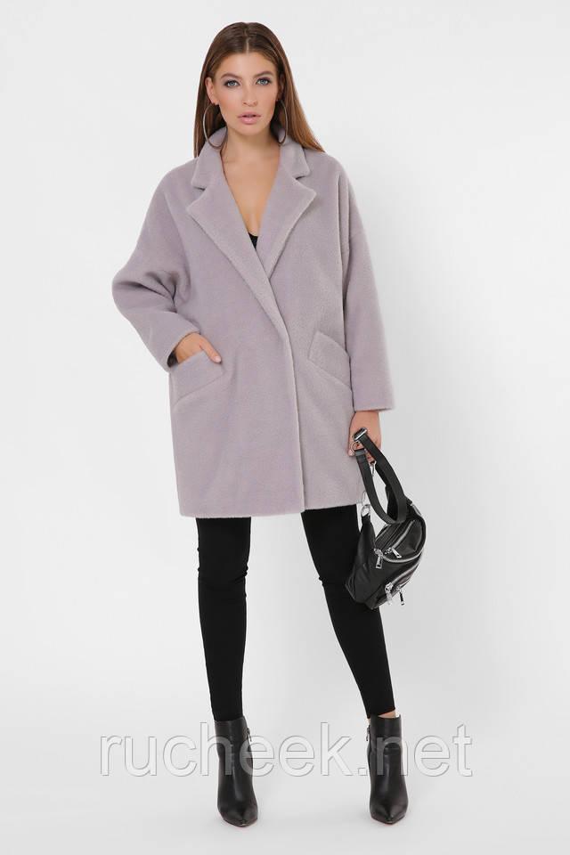 Модное меховое пальто