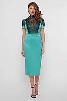 Женское светло-зеленое атласное платье футляр с глубоким вырезом с кружевной вставкой платье Дафния к/р