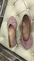 Женские пудровые замшевые туфли-балетки с рюшами низкий ход