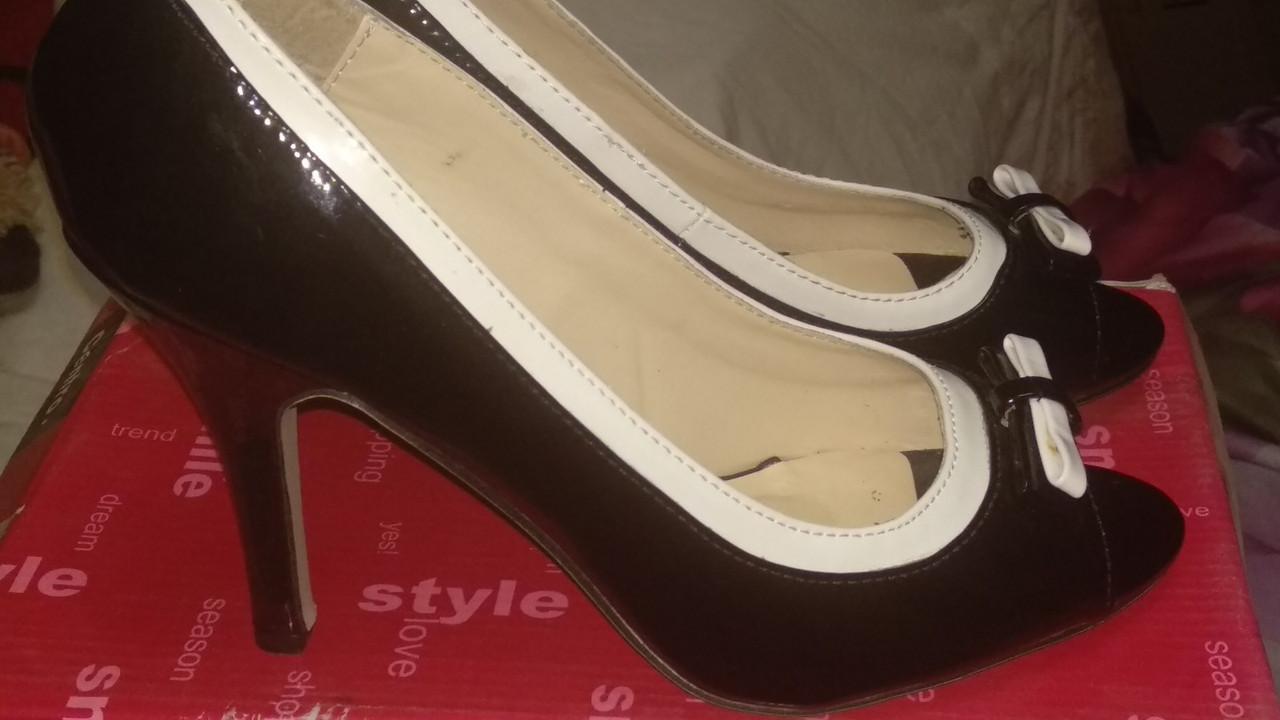 Туфли открытый носик черное с белым 38.5р красивые