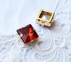 Стразы стеклянные К9 Квадрат 12 мм пришивные в оправе, красный\золотистый