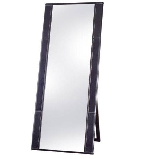 Зеркало является неотъемлемым элементом любого интерьера.