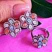 Серебряный комплект: серьги и кольцо в виде цветка с разноцветными кристалами, фото 3