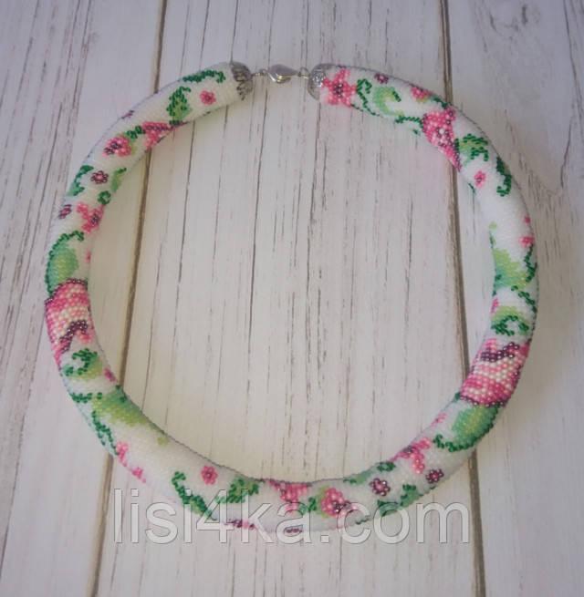 Вязаный из бисера узорный жгут колье с нежно-розовыми розами