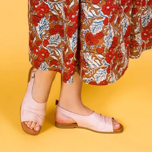 Босоножки бежевые кожаные на плоском каблуке  Размерный ряд 36-40