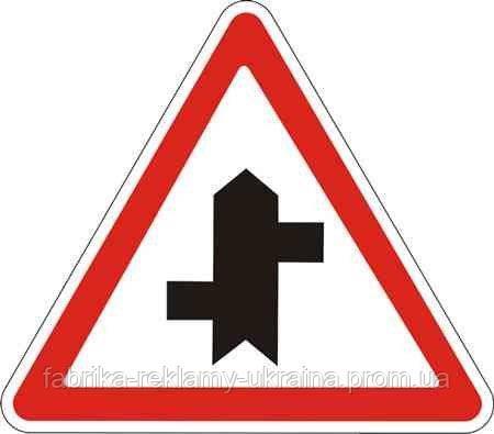 Дорожный знак 1.23.3 - Примыкание второстепенной дороги справа и слева. Предупреждающие знаки. ДСТУ