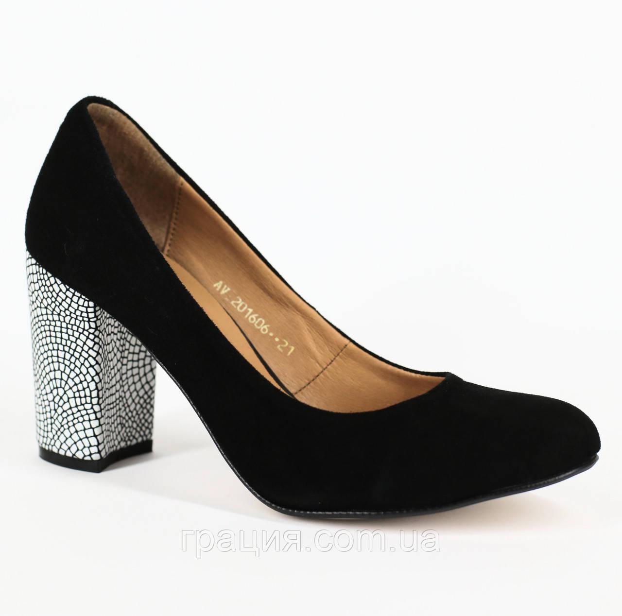 Туфлі жіночі з натуральної замші на підборах