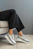 Кроссовки женские серо-белого цвета