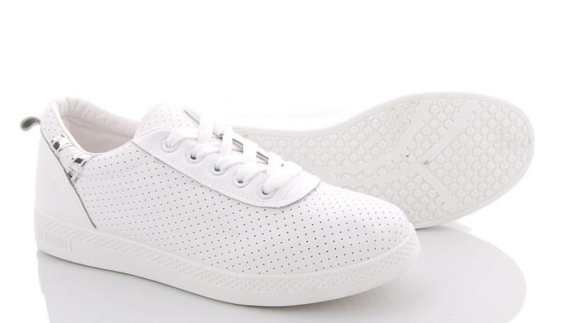 Кросівки жіночі стильні літні. Легкі кеди з перфорацією (білі) 38