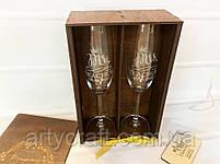 Бокалы с гравировкой Mr Mrs c короной (3) в деревянной коробке с инициалами (тиковое дерево)), фото 2
