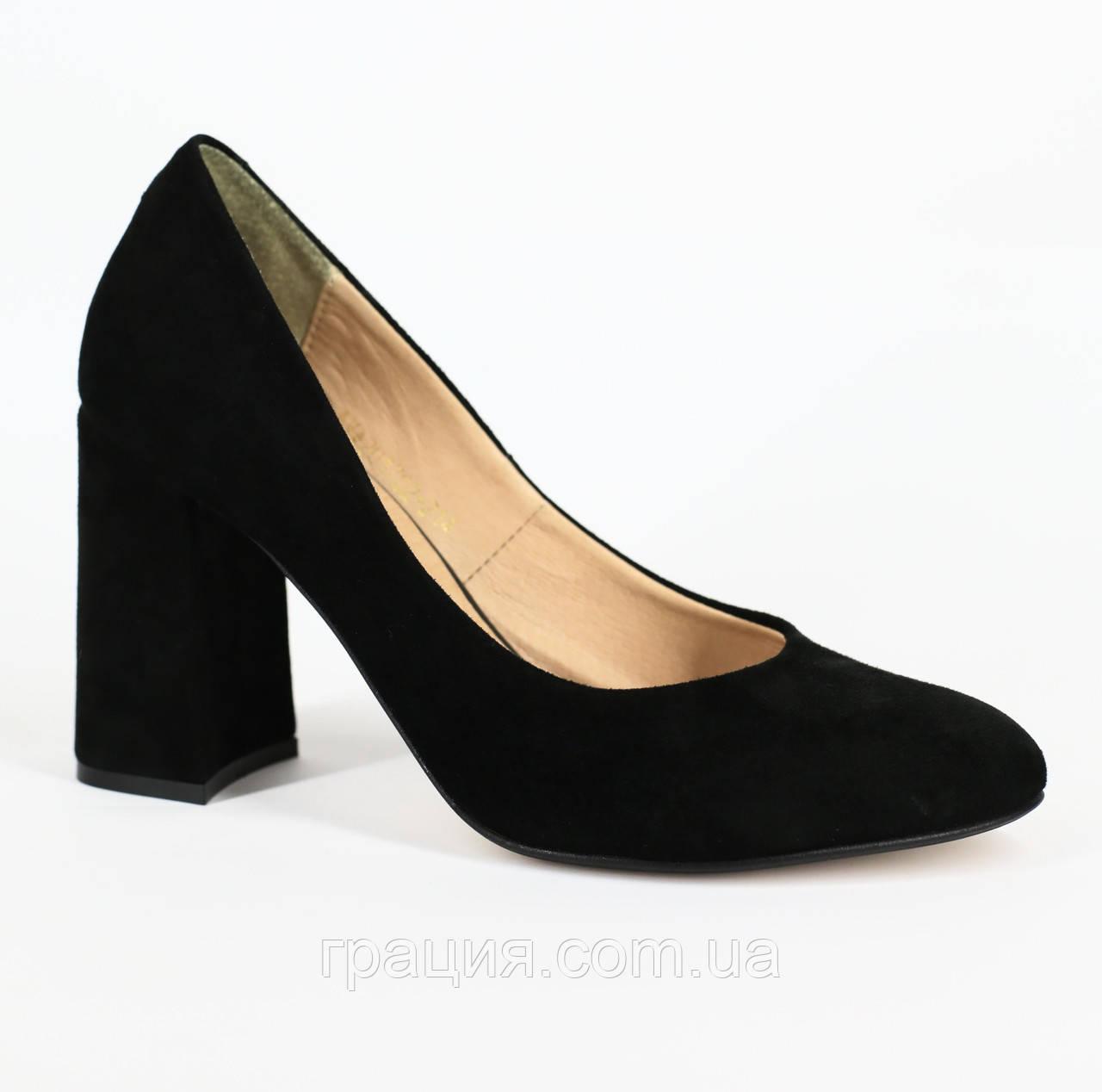 Жіночі модні туфлі замшеві натуральні на підборах чорні